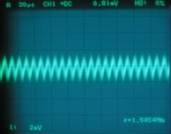 無信号時の出力信号波形(アース有り)横軸拡大