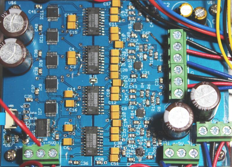 PCM1704を4ケ使用したDACボード